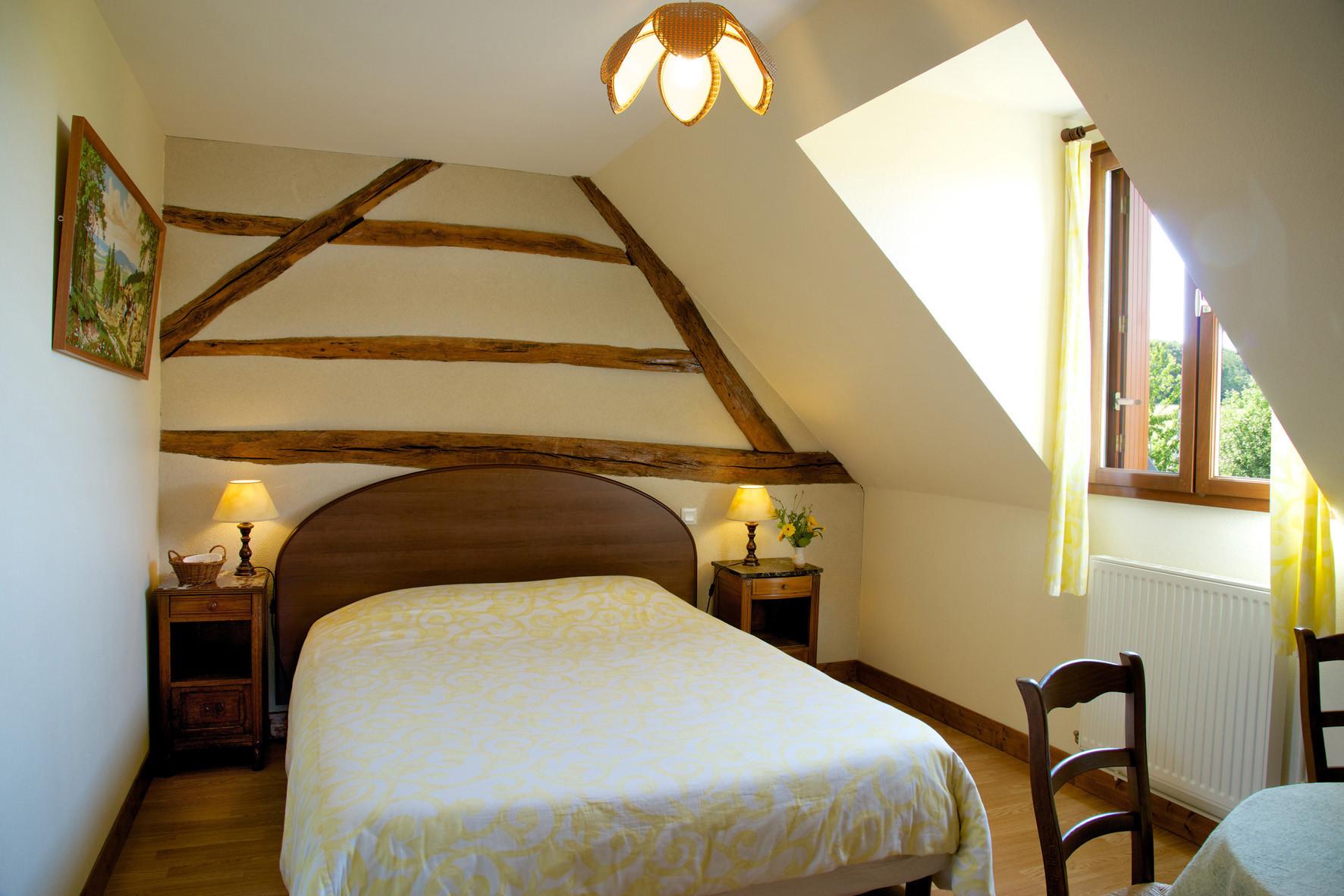 lit 2 personnes,  1ère partie, chambre familiale bouton d'or