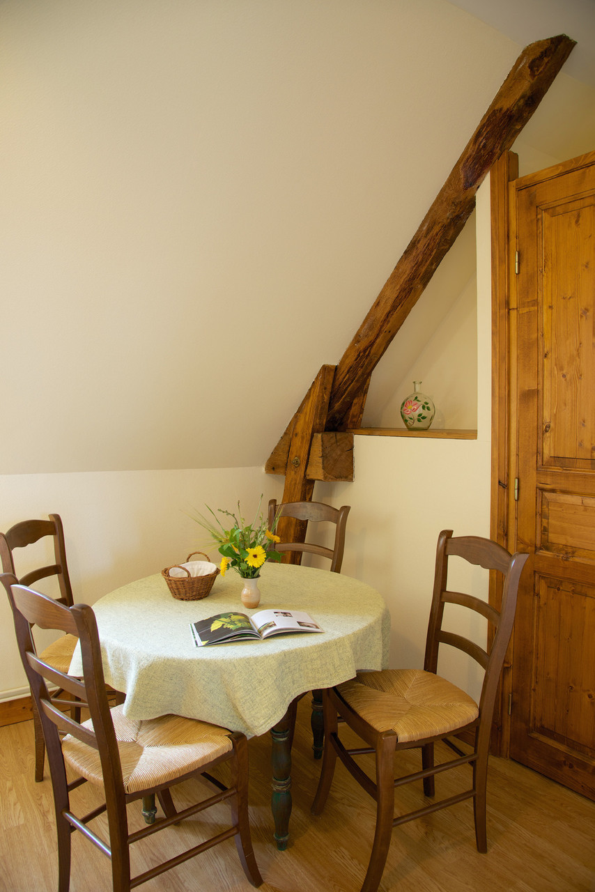 table chambre familiale bouton d'or