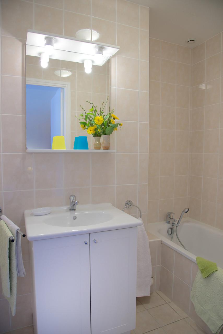 salle de bain chambre familiale bouton d'or