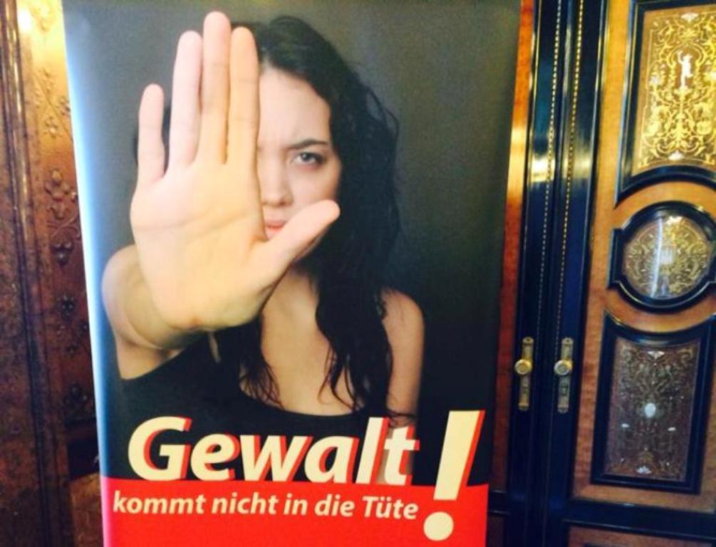 """""""Aktionstag: Nein zu Gewalt gegen Frauen"""" – Ein Artikel aus dem Nachrichtenmagazin Mittendrin für Hamburg-Mitte, November 2013."""