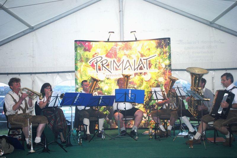 Primalat - veredelt Salat. Die Rucksackmusikanten beim Betriebsjubiläum