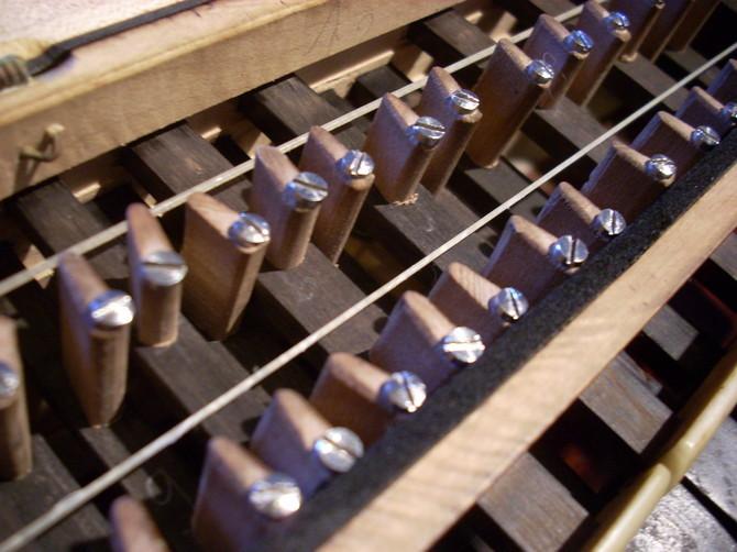 Les sautereaux (vue de l'intérieur d'un clavier)