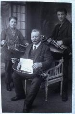 Gilbert MALOCHET (son second professeur), Gaston au fond & Félicien LABOUESSE