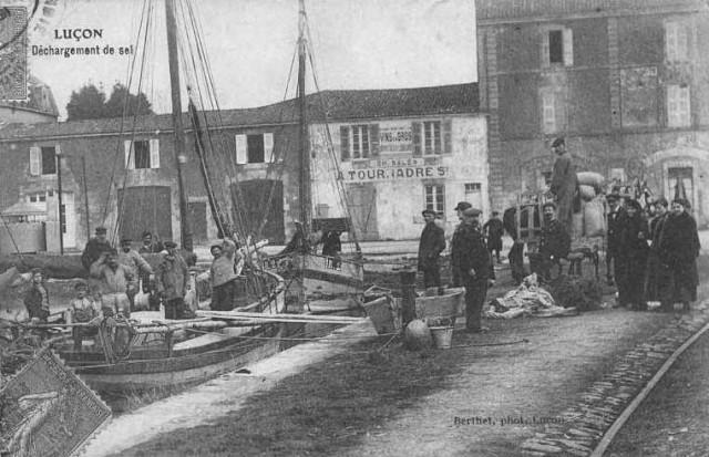 Cabotage du Sel, bateaux de Mer à côté de toues ou de gabards