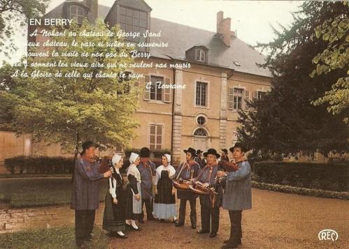 Marcel SOING (au centre, vielle), à ses côtés, Lucien FOULATIER (musette)