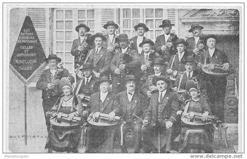 Les Maîtres Sonneurs Bourbonnais (groupe de père MALOCHET) en 1926.