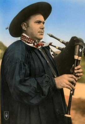 Roger PEARRON (grand collecteur & mainteneur de tradition, a créé le groupe Les Thiaulins de Lignière)