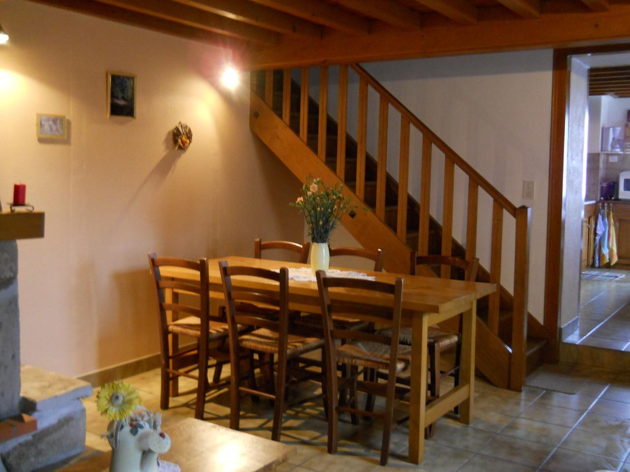 salle à manger et montée escalier