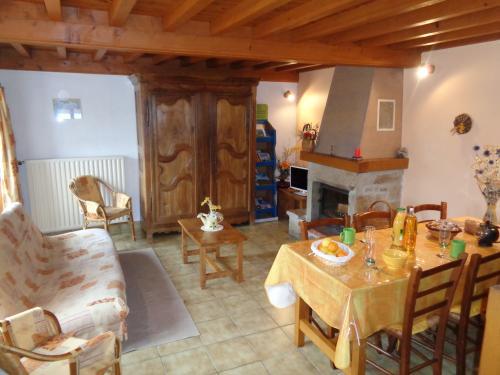 cheminée , salon et salle à manger