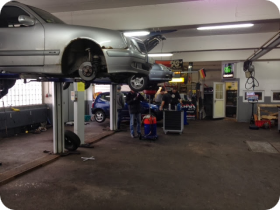Auto selber reparieren im Motodrom  in Iserlohn