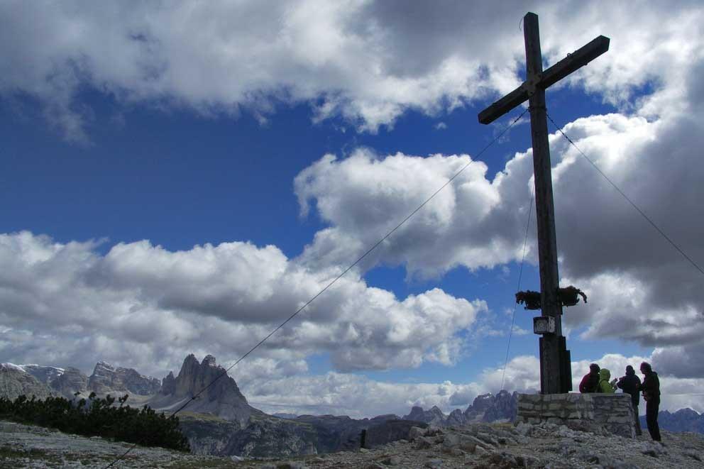 Wanderung Plätzwiese, zum Heimkehrerkreuz man sieht die Drei ZInnen
