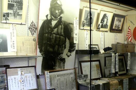 愛媛県西条市の楢本神社に祀られる敷島隊隊員