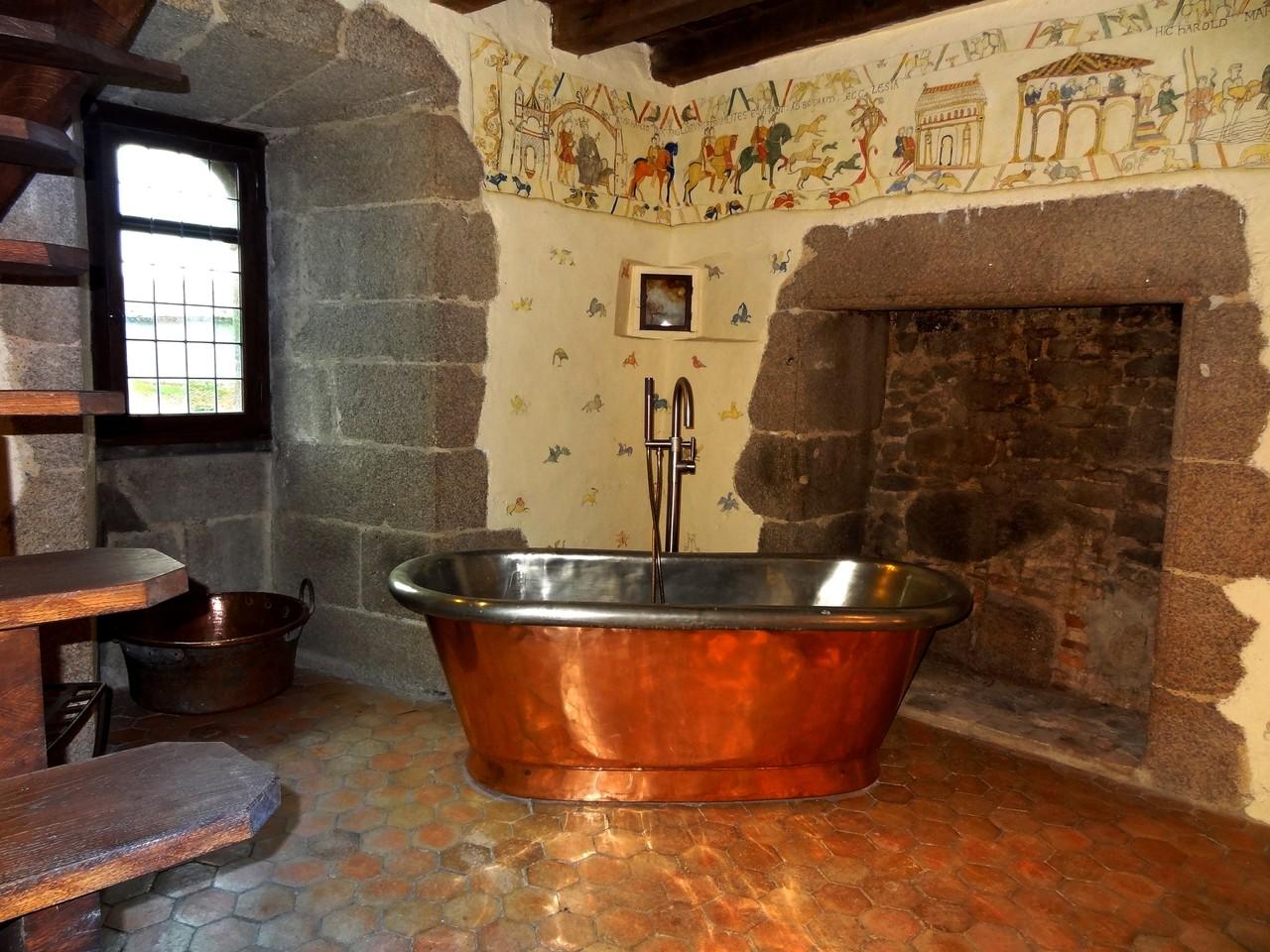 Salle de bain insolite, Tour du Guet, au chateau médiéval de Tennessus