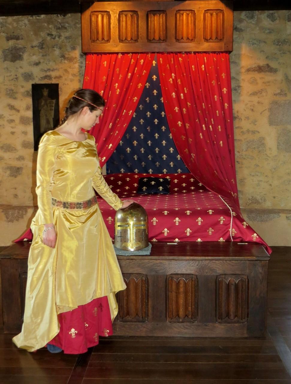 Nuit costumée en chambre  Chambre Royale chateau médiévale de Tennessus