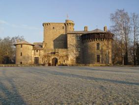 le chateau- fort  médiéval de Tennessus en hiver