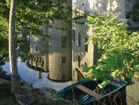 les reflets de l'été au château-fort médiéval deTennessus