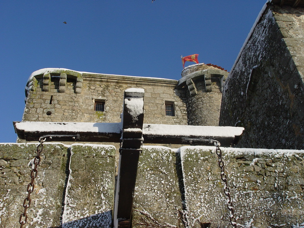 Le pont levis de la forteresse féodale de Tennessus en hiver