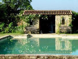 Bassin piscine sejour insolite chateau de Tennessus