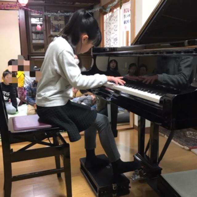 クリスマス会スタインウェイピアノでの演奏