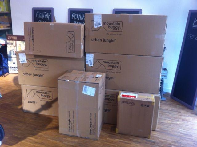 danke an den netten paket boten kind der stadt. Black Bedroom Furniture Sets. Home Design Ideas