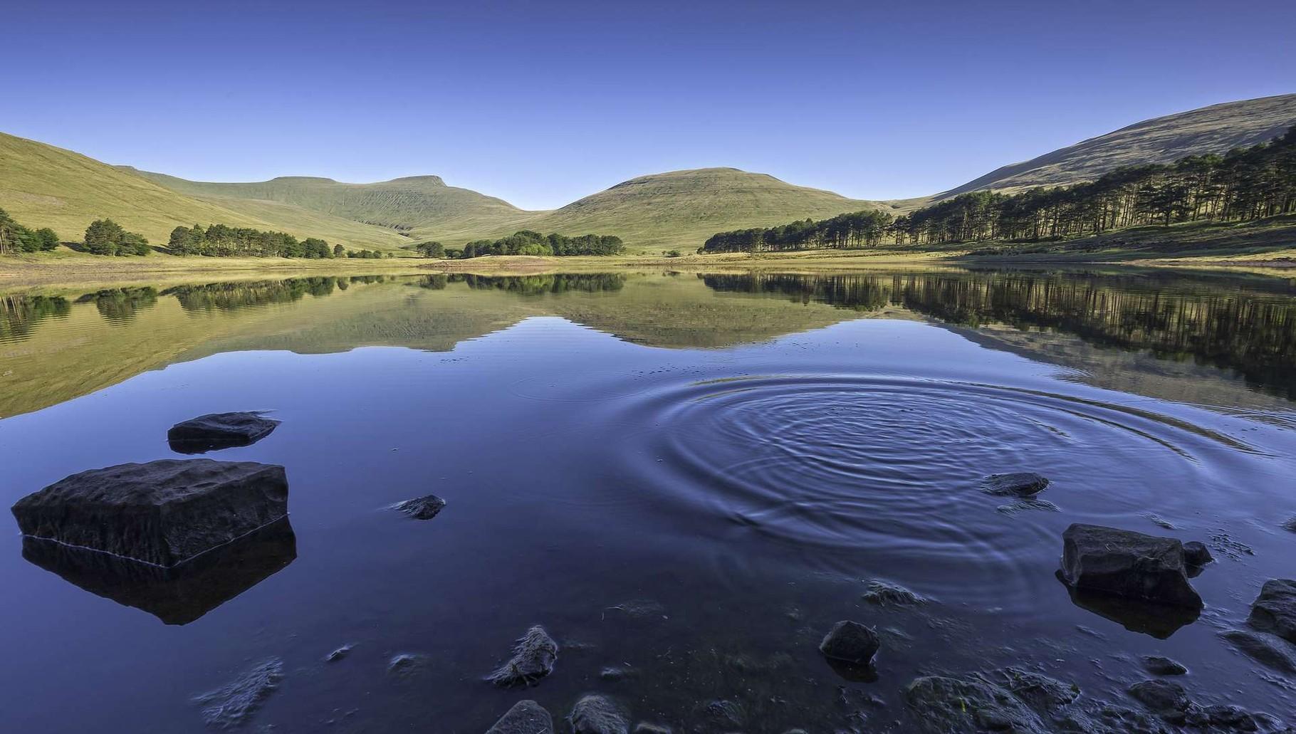 See in der malerischen Landschaft der Brecon Beacons