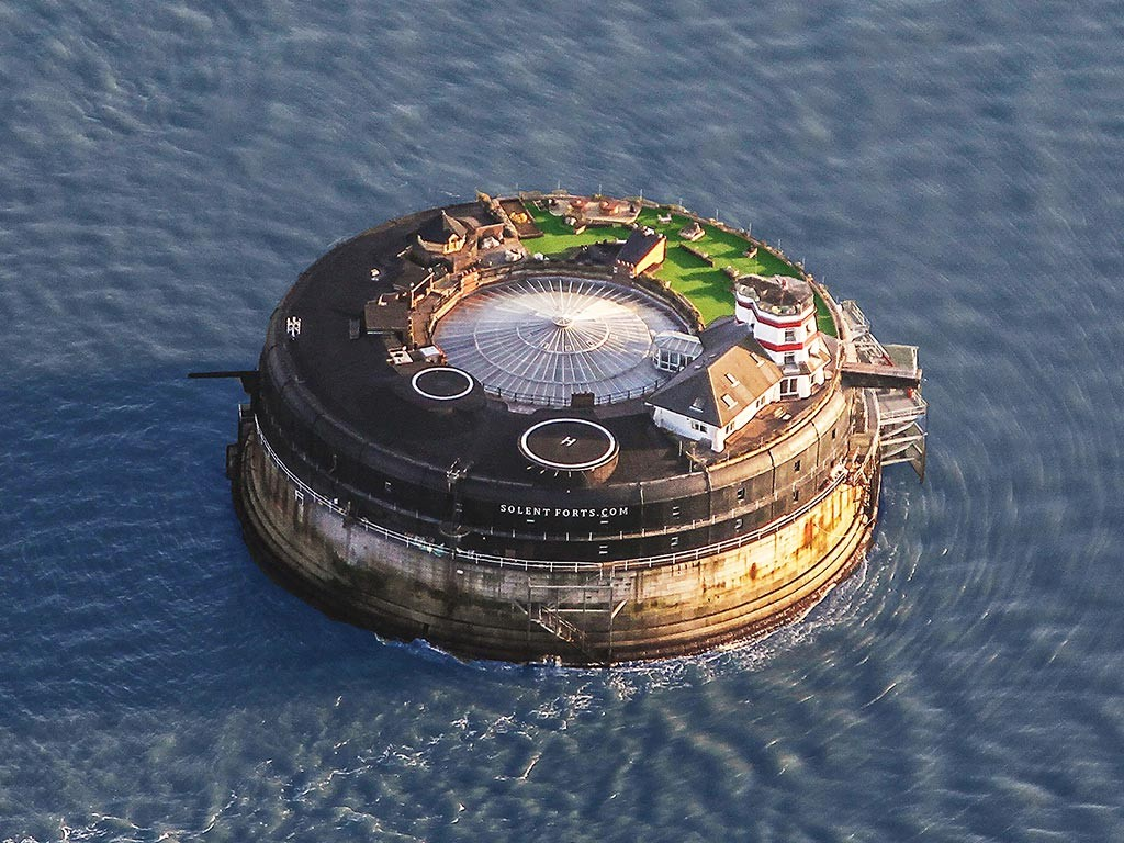 Solent Forts - ehemalige Trutzburgen wie Frisbeescheiben im Meer