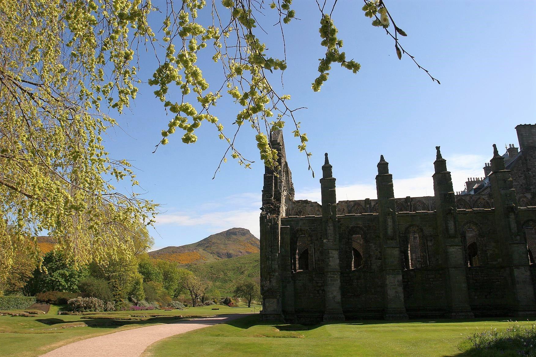 Holyrood Palace Park, Edinburgh, mit Arthurs Seat im Hintergrund