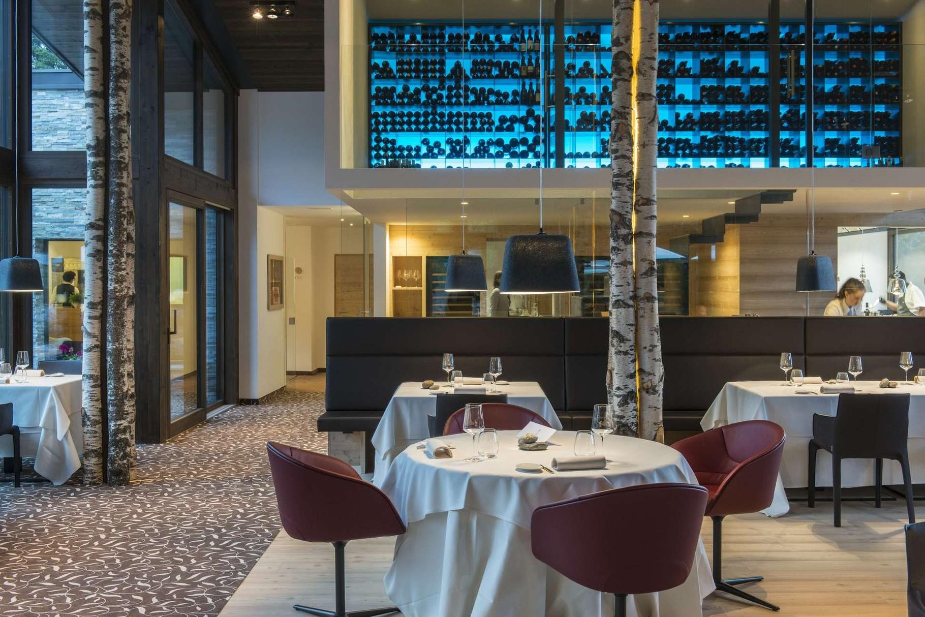 """Auener Hof - Restaurant mit """"schwebendem Weinkeller"""""""