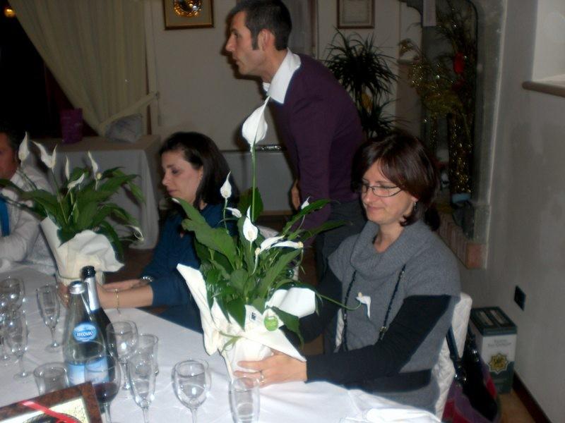 Asd VP Parolin    Pranzo Sociale 07/11/2010   Omaggio floreale a tutte le Signore presenti