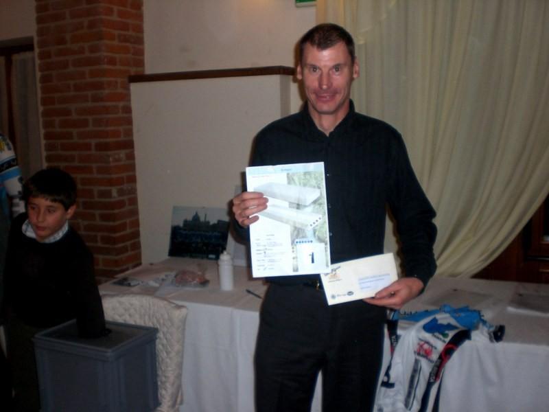 Asd VP Parolin    Pranzo Sociale 07/11/2010    Il fortunatissimo vincitore (Antonio) del primo premio, un Materasso Matrimoniale del valore di 5oo €