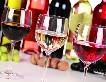Das Weinhaus Armbruster in Flein bei Heilbronn bietet Ihnen eine große Auswahl an Wein-Spezialitäten unterschiedlicher Weingüter. Ob weiß, rose oder rot – in unserm Weinhandel ist für jeden Geschmack etwas dabei.