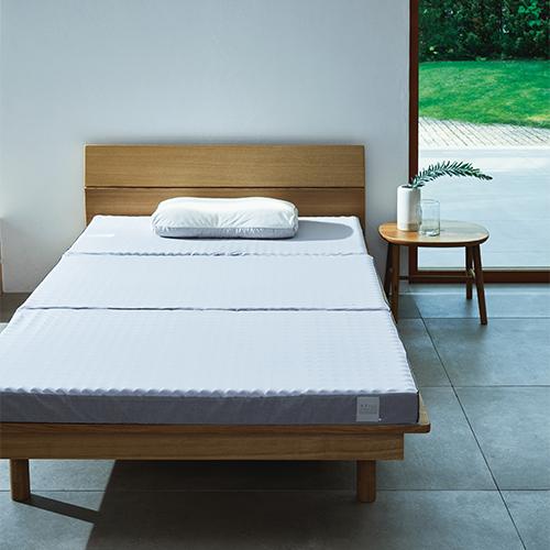 整圧マットレスがベッドに敷かれた状態のイメージ写真