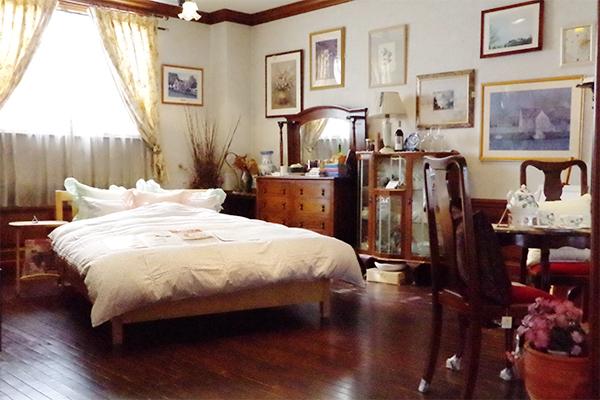 一階奥のベッドの展示