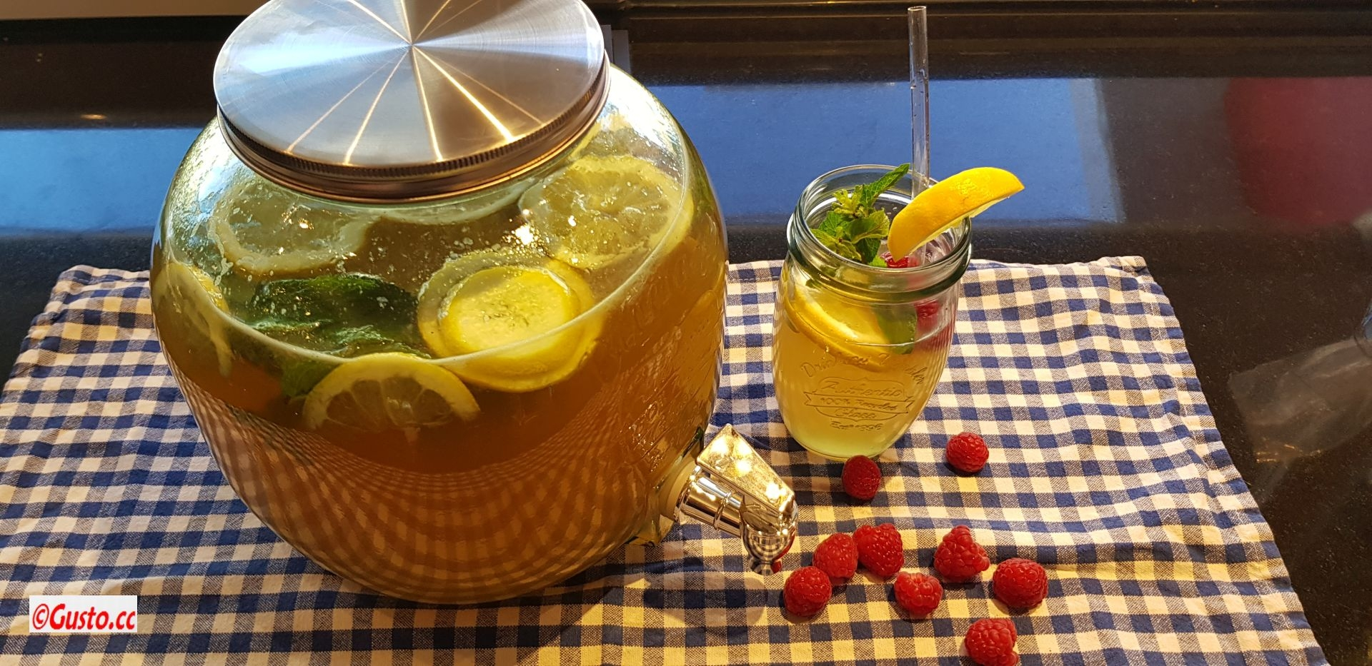 Hausgemachte Zitronen-Minze-Limonade