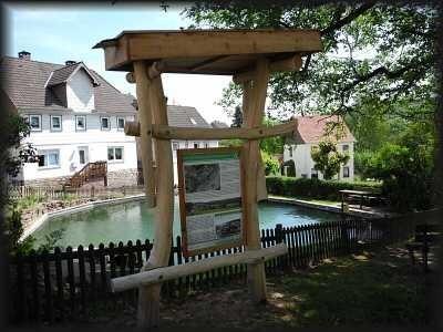"""Dorfplatz in """"Hellental"""""""