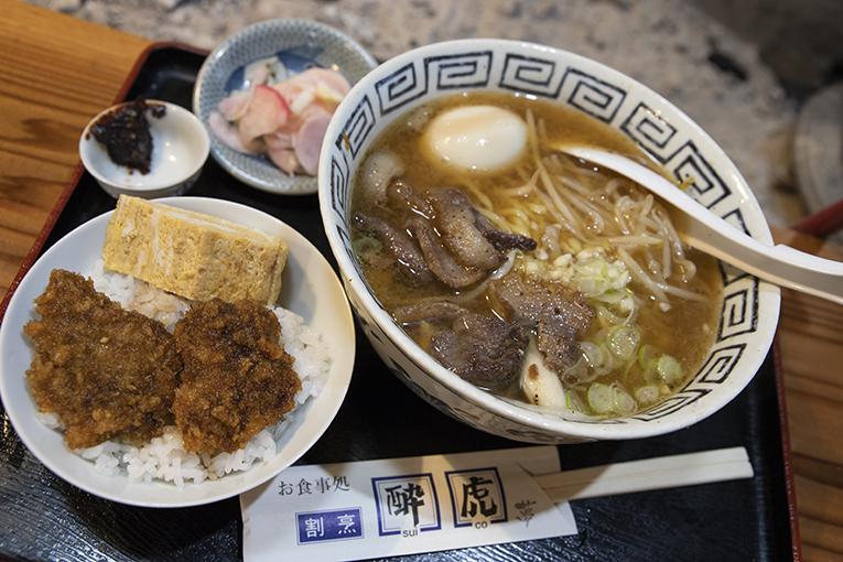 酔虎夢さんのしし焼肉味噌ラーメン&ミニ鹿肉ソースカツ丼セット