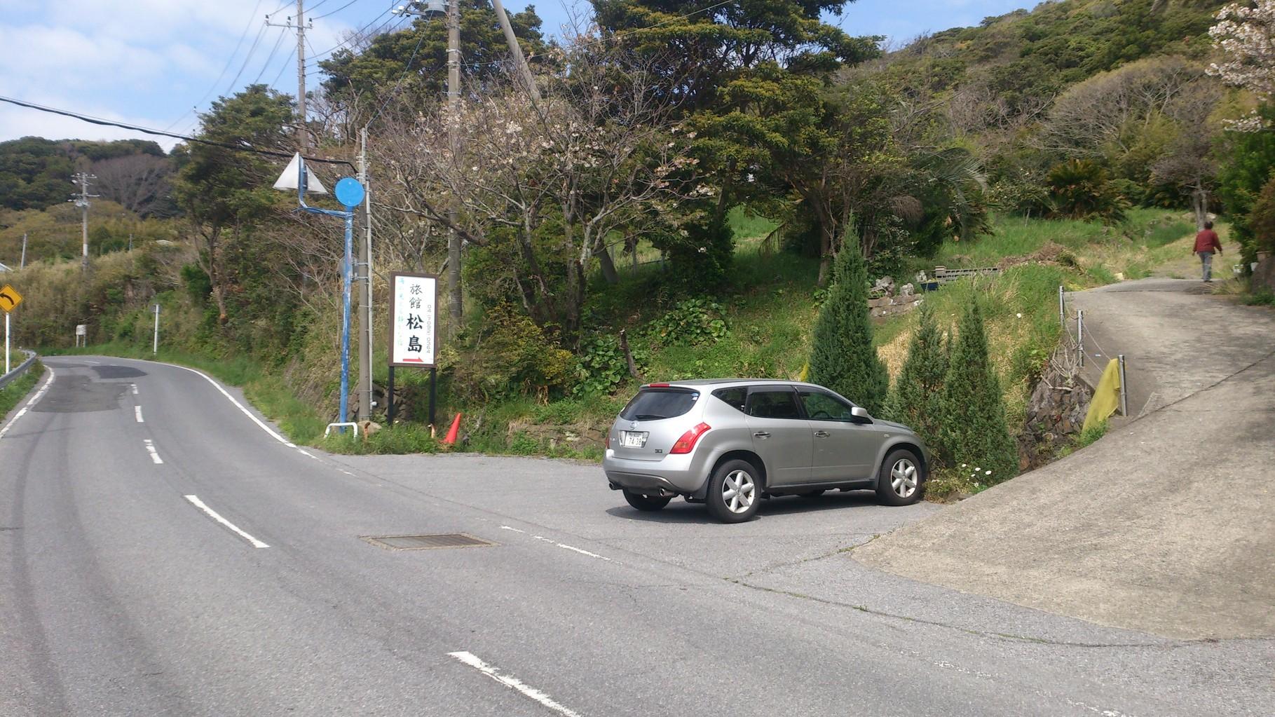 県道247号線海沿い旅館入口
