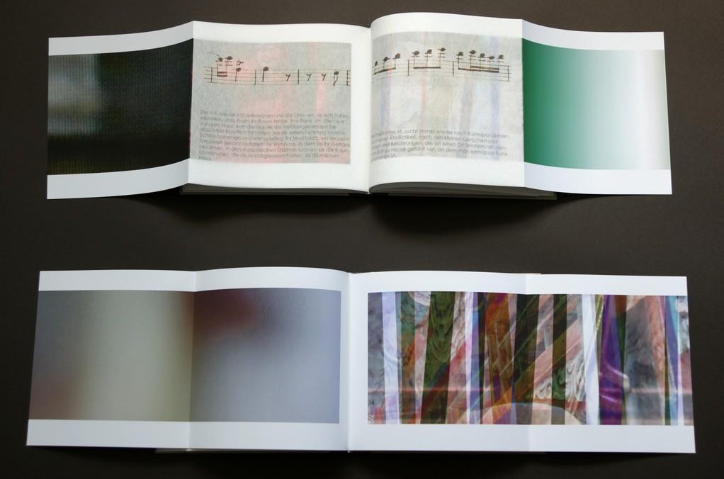 wer-gerne-eine-Reise-tut..._2012_oben:-2-seiten-mit-2-montierten-japanpapierseiten-aus-band1-unten:-2-seiten-aus-band2_pigmentdruck-auf-image-impact-japanpapier-und-hochtransparentpapier-17x18,2cm