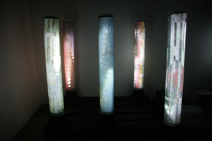 the-flow-of-time-das-murmeln-der-farben_2012_(version-haus-fuer-kunst-uri-ausschnitt)_pigmentdruck-auf-droppapier-led-kabel_13xje100x25cm(hxd-bodenfläche:-ca-280x160cmbxt)