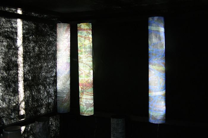 the-flow-of-time-das-murmeln-der-farben_2014_(version-kraftwerk-augst-im-kubus-ausschnitt)_pigmentdruck-auf-droppapier-led-kabel_15xje88x12cm(hxd-kubus:-ca-280x200x200cm)
