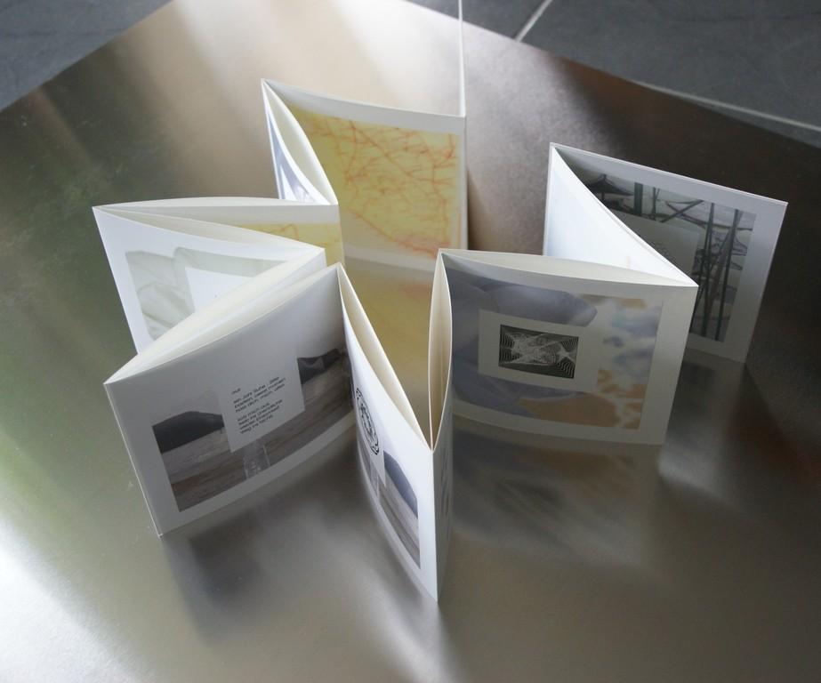 Aus der Traum, 2011 Band 3. Inkjet-Print auf Enhanced Matte Paper und Enhanced Matte Poster Board. Auflage: 12 Ex. Format: 16 x 16,5 cm