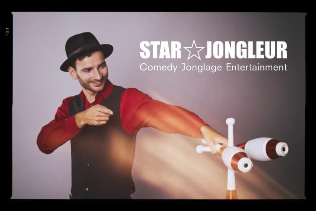 Der Jongleur Kaspar Tribelhorn kann sehr gut jonglieren. Mit seiner Anleitung kann Jeder Jonglieren lernen.