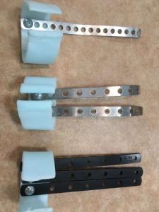 最終的には 本人の要望により、Ⅱ指部の支えとなる金属板を実際の指寸法と同等な長さにしたもの、およびⅢⅣ指の支えも試したいとのことで これらを製作した。試作機着用して、投球テストを行った結果、 支えの金属板の本数による明確な差は感じられなかった。 しかし、本器の構造はドライバー回しだけで、金属板の着脱が可能であるため、 3本板仕様を採用し、本人が投球しながら試していくことになった。