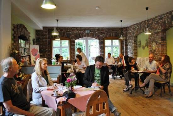 "Pressefrühstück im ""Café im Garten"""