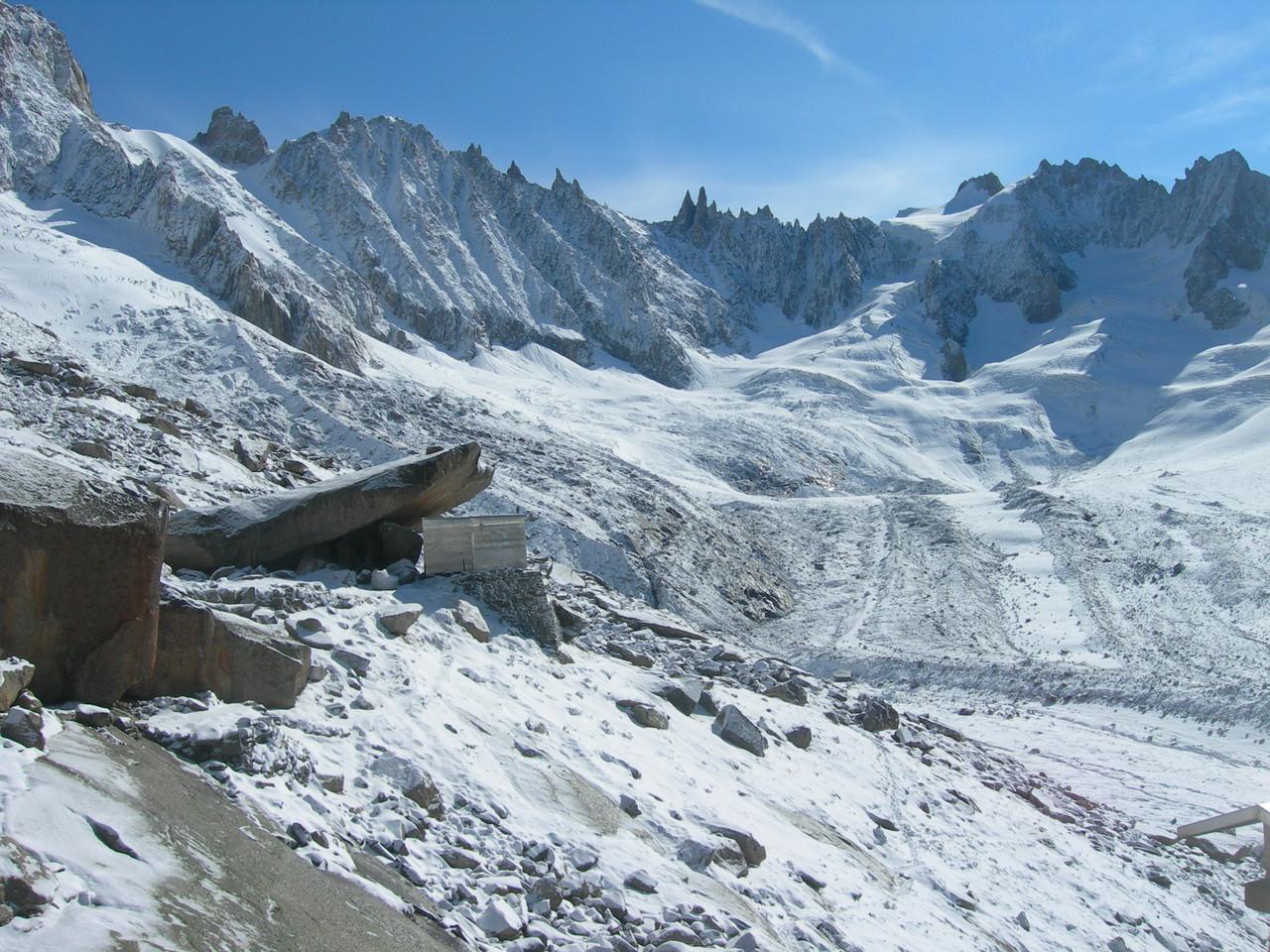 Le refuge du Couvercle sous la neige