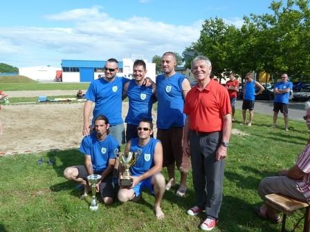 l'equipe victorieuse des pompiers 1 avec Jean-Claude MENSCH