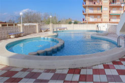 Piscine de l'immeuble de 24 appartements.
