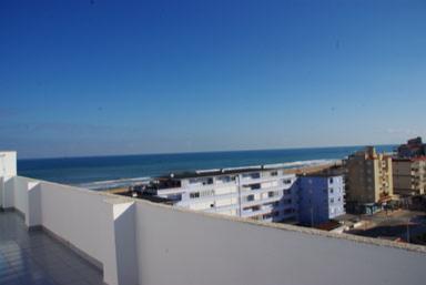 Terrasse de 80 m² vues mer et montagne