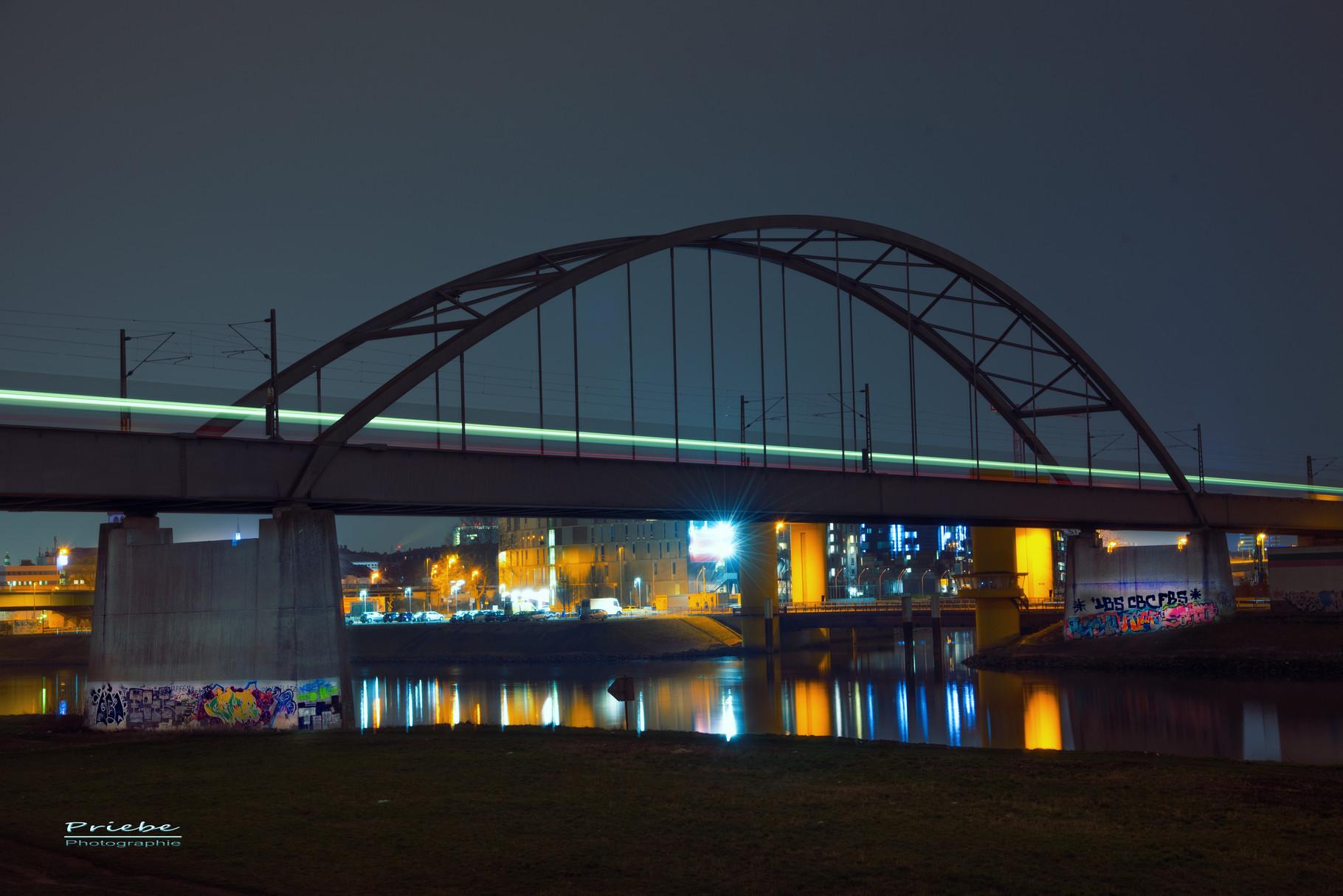 Bogenbrücke in Mannheim-Neckarstadt
