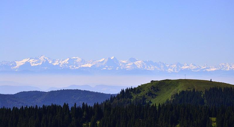 Berneroberland mit Eiger, Mönch, Jungfrau im Vordergrund das Herzogenhorn